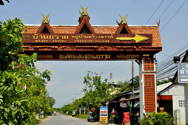 private tour baan tawai, private tour wood carving village, chiang mai wood carving village, chiang mai tours, private tours chiang mai