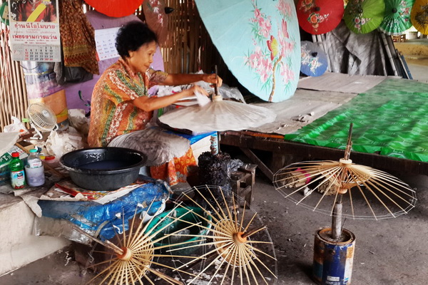 private tour handicraft village, shopping in chiang mai, tour in chiang mai, tours chiang mai