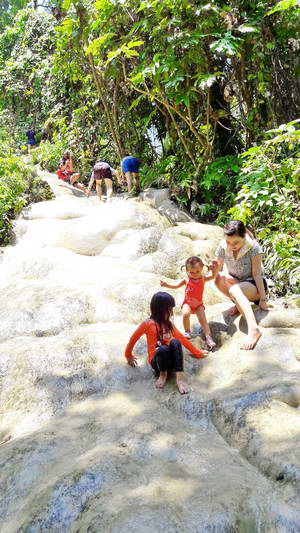 bua tong waterfall, sticky waterfall