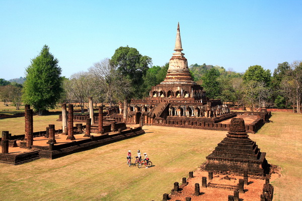 package tour from chiang Mai to sukhothai, package tour chiang mai sukhothai, Sri Sanchanalai Historical Park, Chedi Chet Thaeo Temple