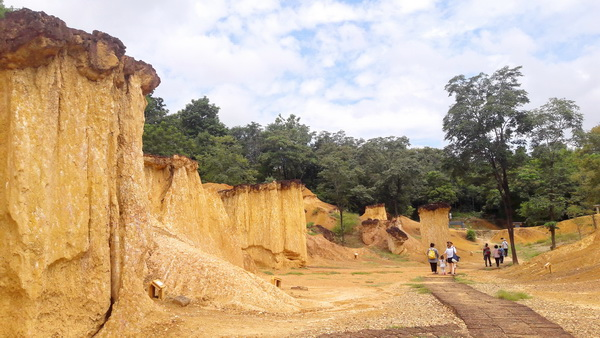 pae muang pee, pae muang pee forest park, pae muang pee in phrae, attractions in phrae, phrae attractions