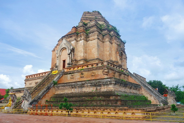 private tour chiang mai city and temple, private tour chedi luang temple, private tour wat chedi luang