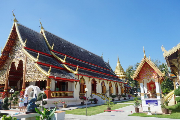 private tour chiang mai city and temple, private tour chiang man temple, private tour wat chiang man