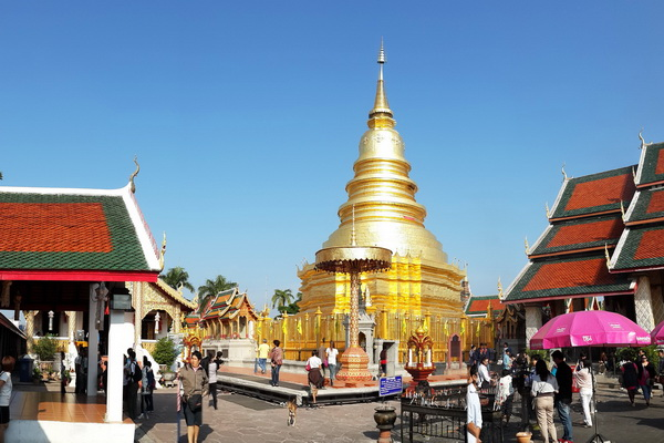 private tour lampang and lamphun, private tours chiang mai, private tour hariphunchai temple