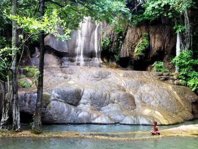 sai yok waterfall, saiyok waterfall, sai yok waterfall kanchanaburi, saiyok waterfall kanchanaburi