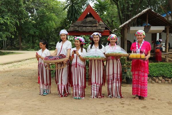 ban huai tom, ban huai tom lamphun, ban huai tom village, ban huai tom karen village, ban huai tom handicraft village, ban huai tom handicraft and cultural centre