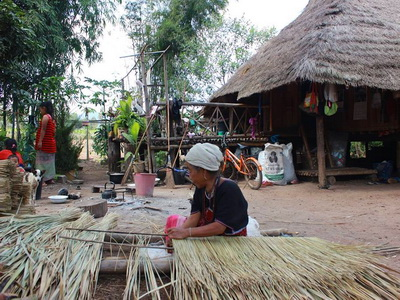 ban huai tom, ban huai tom lamphun, ban huai tom village, ban huai tom karen village, ban huai tom handicraft village, ban huai tom handicraft and cultural centre