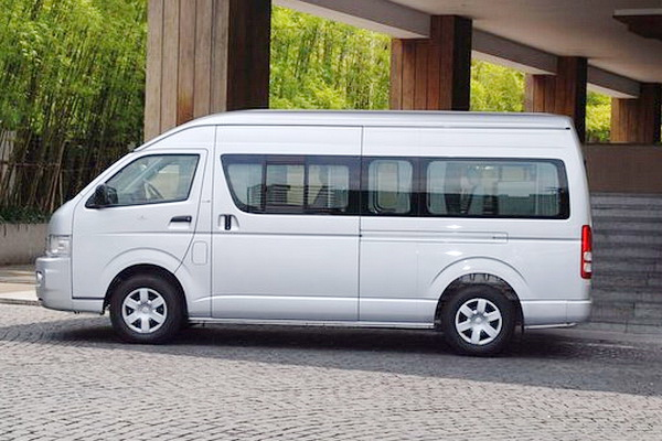 chiang mai car rental with driver, chiang mai car rental, toyota commuter, toyota van commuter, van, mini van