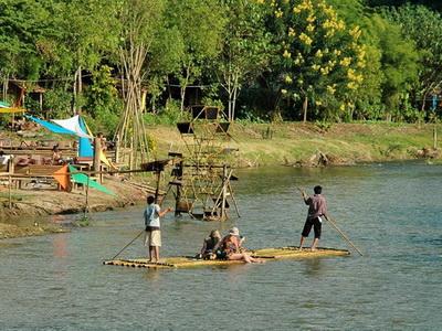 pai bamboo rafting, bamboo rafting in pai, bamboo rafting along pai river